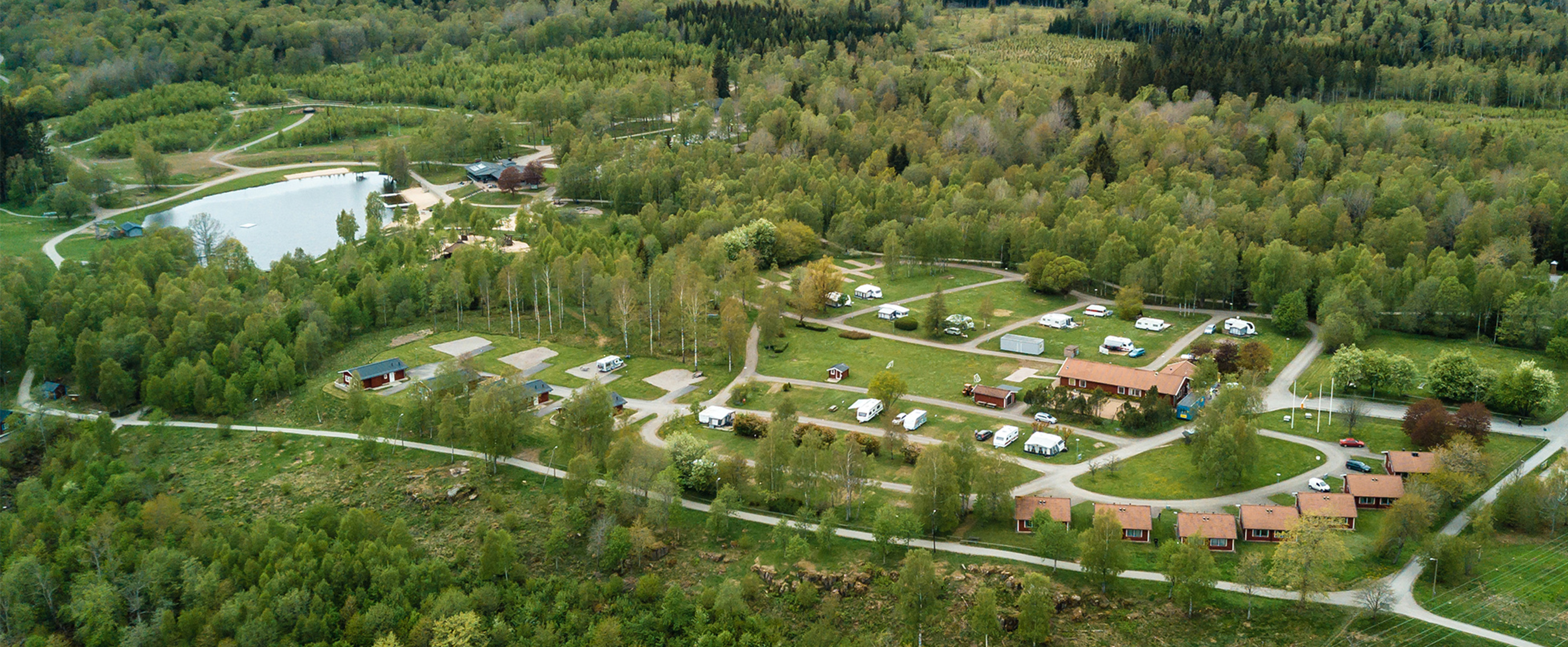Drone image over the campsite and the cottage village, where you can also see Skogssjön.